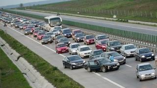 Trafic rutier deviat pe Autostrada Soarelui! Accident cu patru maşini implicate