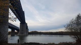 Cumplit! O tânără s-a aruncat de pe podul feroviar de la Cernavodă