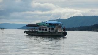 Zeci de persoane sunt date dispărute şi numai 18 au fost găsite în viaţă după scufundarea unui feribot