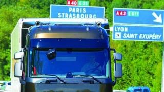 Transportatorii români protestează la Strasbourg, în faţa Parlamentului European