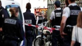 Luare de OSTATICI şi focuri de armă într-un supermarket din sudul Franţei