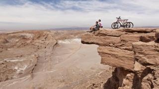 Trei români fantastici vor să traverseze deșertul Atacama pe biciclete
