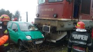 Accident feroviar! Un autoturism a fost lovit de tren, în Ovidiu