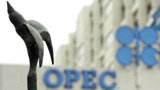 Trump cere statelor membre ale OPEC să scadă preţul la petrol