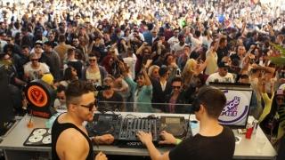 Mega-petreceri pe litoral! Turiştii au umplut cluburile și plajele