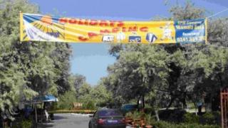 Preferințe turistice pe litoral: mii de români aleg vacanța la cort sau la rulotă