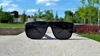 Tu ştii să-ţi alegi ochelarii de soare?