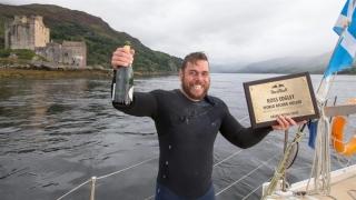 Un aventurier total! A înotat 2.883 de km în jurul Marii Britanii!