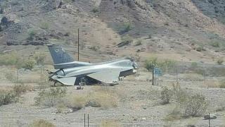 Un avion F-16 s-a prăbuşit în Arizona