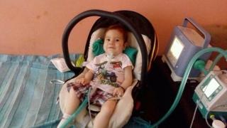 Un băiețel de doi ani nu poate să mănânce și să respire normal