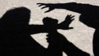 Şantaj şi ameninţări cu bătaia la un liceu constănţean! Elevul, arestat
