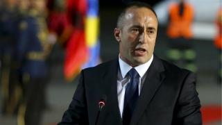Un fost comandant de trupe de guerilă, suspectat de crime de război, este noul premier al Kosovo