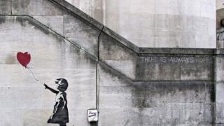 Un graffiti de Banksy, opera de artă preferată a britanicilor