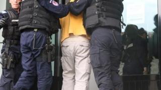 Hoţii din locuinţe care primeau ponturi de la poliţişti, prinşi în flagrant
