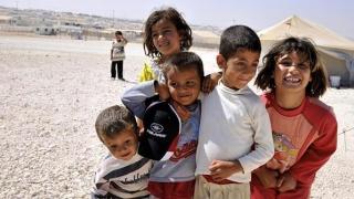 UNHCR: Peste 50% dintre copiii refugiaţilor nu merg la şcoală