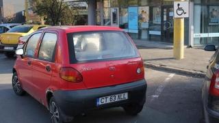 """Poliția Locală: """"Unii șoferi își lasă mașinile în locuri nepermise TOATĂ ZIUA"""""""