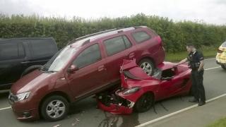 Bolid de 50.000 de euro, distrus de o Dacia Logan