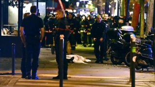 Un nou atentat îngrozeşte Parisul! Teroristul a fost anihilat şi ucis!
