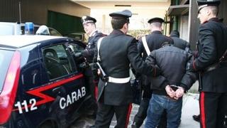 """Un român a înjunghiat doi polițiști italieni cu o șurubelniță: """"Vă tai în două, ticăloșilor""""!"""