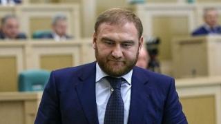 Un senator rus, acuzat de multiple crime. L-au arestat de la birou