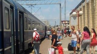 Trenurile Soarelui. Zilnic, 40 de trenuri spre mare
