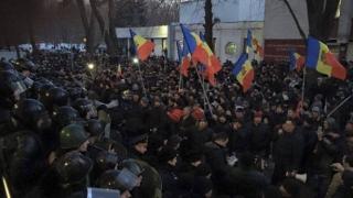Zece persoane au fost rănite în urma protestului de la Parlamentul Republicii Moldova