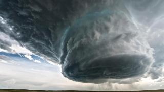 Uraganele, bombardate? Trump cosideră ideea ridicolă