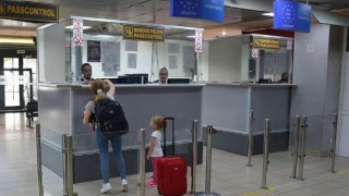 Trimiteți copiii în vacanță în altă țară? Atenție la documentele de călătorie!