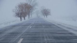 Vânt, lapoviță, ninsoare și frig până duminică. Care sunt zonele vizate!