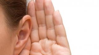 Atenţie! Vă puteţi pierde auzul dacă utilizaţi incorect telefonul
