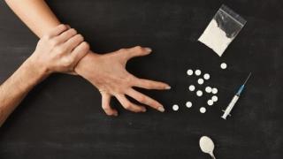 Debutul consumului de droguri are loc, în România, la vârsta de 13 ani