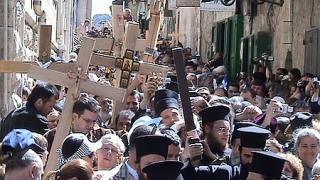 Mii de credincioși creștini, adunați la Ierusalim în Vinerea Mare