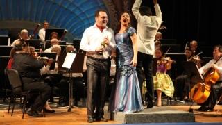 """Vin, muzică și veselie la... Teatrul """"Oleg Danovski"""""""