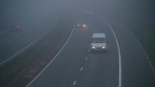 Ceață și vizibilitate sub 50 de metri pe mai multe drumuri