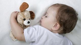 Vrei să fii mai energic? Un pui de somn la prânz, mai bun decât cafeaua!