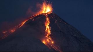Calamitate în Guatemala. Erupția vulcanului Fuego: zeci de morți și răniți