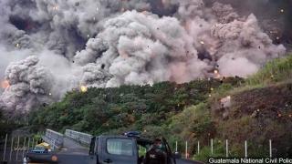 Sute de posibili morţi în Guatemala! Vulcanul Fuego continuă să verse foc şi cenuşă