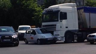 Accident în Constanța! Un tir a intrat într-o mașină de școală!