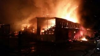 Pompierii, în alertă! O hală din Agigea a fost cuprinsă de flăcări!