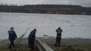 Pompierii, în alertă! O persoană a rămas blocată pe Canalul Dunăre - Marea Neagră!