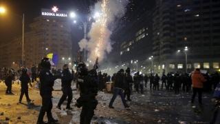 Opt persoane reținute pentru violențele din timpul protestelor din Piața Victoriei