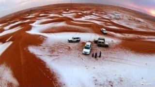 Fenomen rar! Zăpadă în deşertul Sahara
