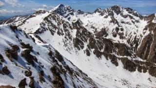 Strat de zăpadă de 25 de centimetri pe crestele munţilor Făgăraș
