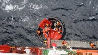 Zece marinari naufragiaţi au fost salvați de o navă comandată de un român