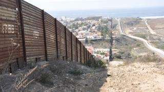 Trump anunță construirea unui zid la frontiera cu Mexicul