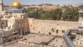 Israel: Un bolovan mare de pe Zidul plângerii a căzut pe platforma unde se roagă pelerinii