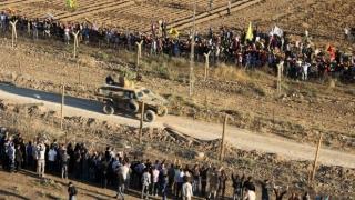 Armata turcă ridică ziduri la granița cu Siria