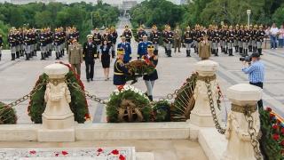 9 iunie - Ziua Eroilor. Ceremonii militare și religioase