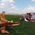 TRAGEDIE! Două avioane s-au ciocnit în zbor şi s-au prăbuşit! Un pilot a murit