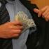 Lefuri mai mari pentru aleși. Vezi cu cât va crește salariul lui Iohannis!